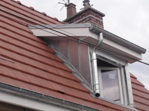Poser une lucarne de toit for Pose de fenetre de toit velux