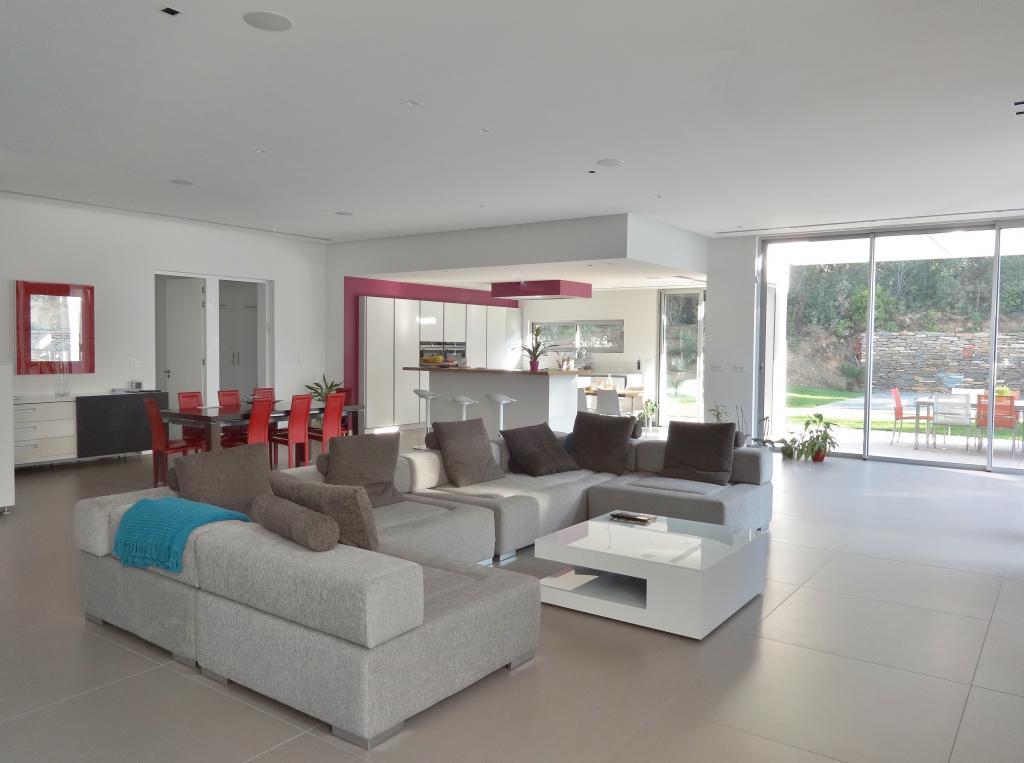 sarah archi 39 in marseille 13005. Black Bedroom Furniture Sets. Home Design Ideas